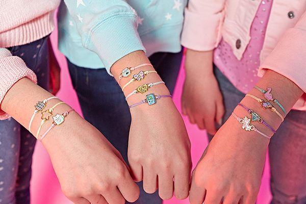 Le lot de 4 bracelets porte-bonheur de chez Wow Wee