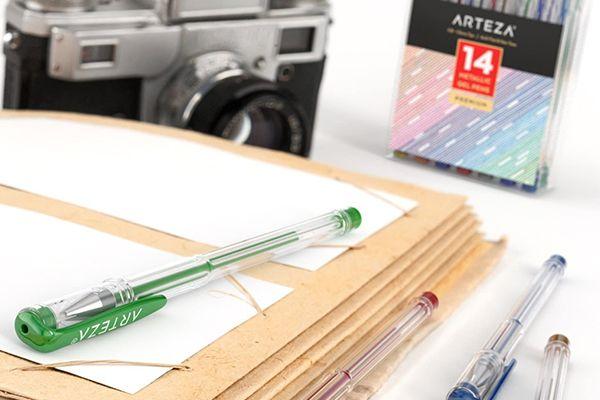 Le set de stylos gel métalliques de chez Arteza
