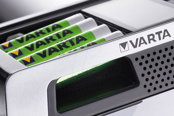 Varta LCD Chargeur ultra-rapide