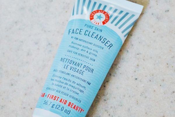 First Aid Beauty Nettoyant Pour le Visage