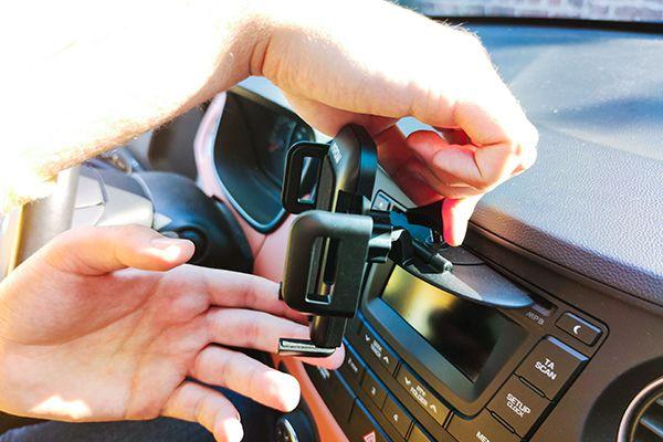 Serrage du Mpow CD Slot Phone Mount